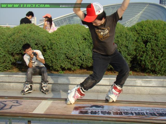 街头轮滑表演_街头轮滑表演图片分享